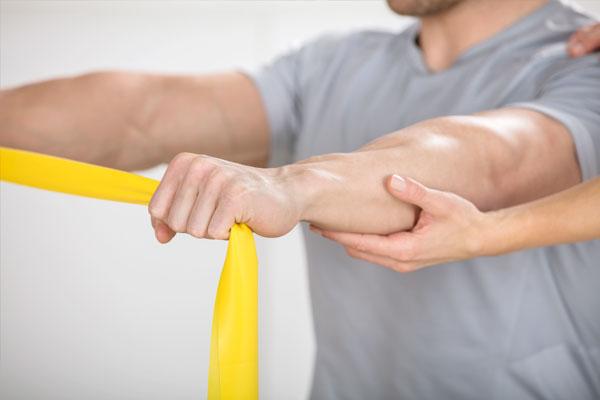 Kräftigung der Schultermuskulatur mit dem Theraband