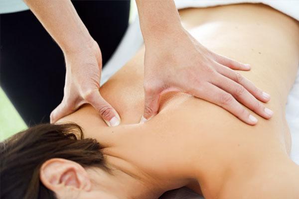 Triggerpunktmassage an der Brustwirbelsäule